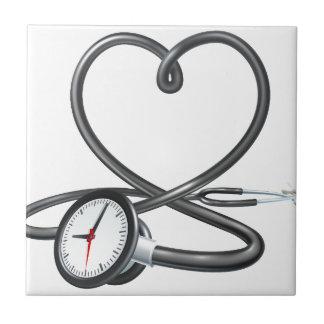 Stethoskop-Herz-Uhr-Konzept Fliese