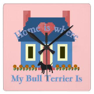 Stier-Terrier-Zuhause ist Quadratische Wanduhr