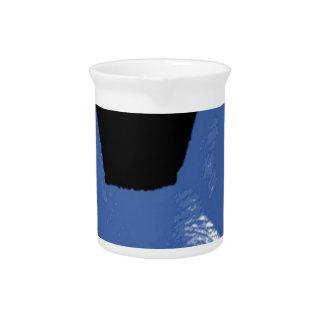 STIFT Blau auf Schwarzem Getränke Pitcher