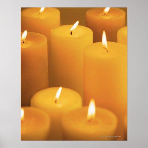 Stillleben der beleuchteten Kerzen Plakate
