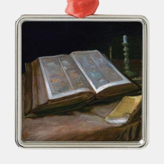 Stillleben mit Bibel durch Vincent van Gogh (1885) Quadratisches Silberfarbenes Ornament