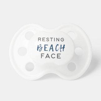 Stillstehendes Strand-Gesicht Schnuller