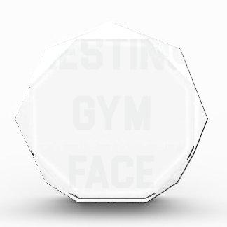 Stillstehendes Turnhallen-Gesicht Auszeichnung