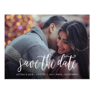 Stilvolle Bürsten-Skript-Save the Date Postkarte