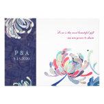 Stilvolle Mama-blaue u. weiße Blumenmonogramm-Hoch