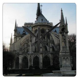 Stilvolle Wanduhr mit Notre Dame de Paris