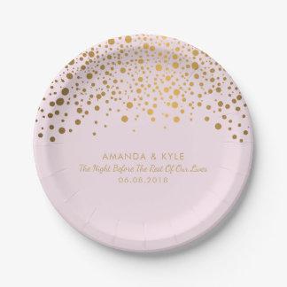 Stilvoller GoldConfetti punktiert auf blassem - Pappteller