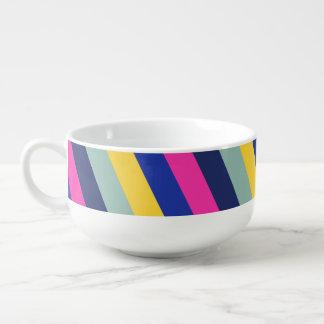 Stilvolles buntes rosa gelbes blaue große suppentasse