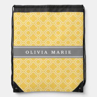 Stilvolles gelbes Quatrefoil Muster mit Namen Sportbeutel