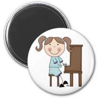 Stock-Mädchen, das Klavier spielt Runder Magnet 5,7 Cm