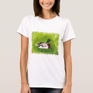 Stockenten-Ente, die in den Gras-T-Shirts sitzt T-Shirt