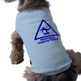 Stolpernd Gefahr des blauen Hündchens T-Shirt