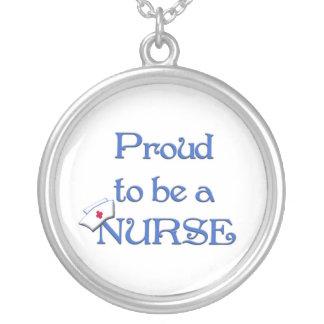 Stolz, eine Krankenschwester mit Kappe zu sein Versilberte Kette