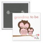 Stolze Großmutter zum zu sein u. Baby-Eule