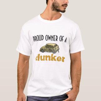 Stolzer Inhaber eines Junker-T - Shirt