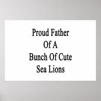 Stolzer Vater eines Bündels niedlicher Seelöwen Poster