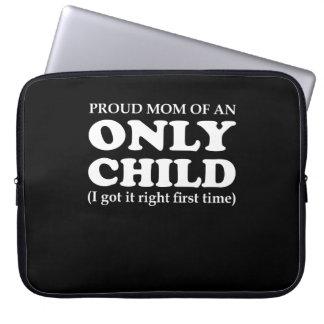 Stolzes Mamma-Einzelkind erhielt rechtes erstes Laptopschutzhülle