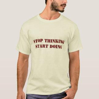 Stoppen Sie, den Anfang zu denken, der T-Shirt tut