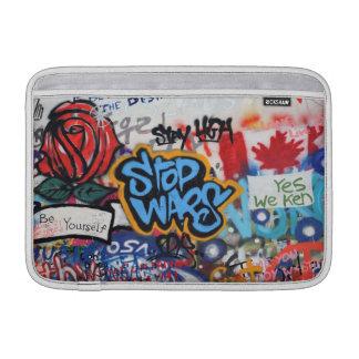 Stoppen Sie Kriegs-Graffiti MacBook Air Sleeve