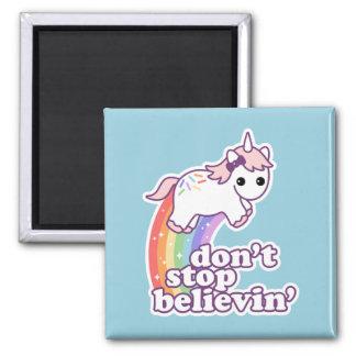 Stoppen Sie nicht Believin in den Einhörnern Quadratischer Magnet