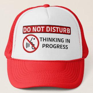 STÖREN SIE NICHT: Denken laufend (Red Hat) Truckerkappe