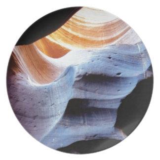 Stöße und Klumpen in den Felsen Melaminteller