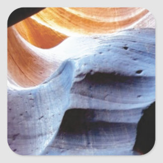 Stöße und Klumpen in den Felsen Quadratischer Aufkleber