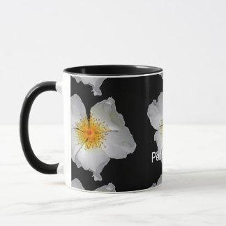 Strahlen-empfindliche weiße Blüte Tasse