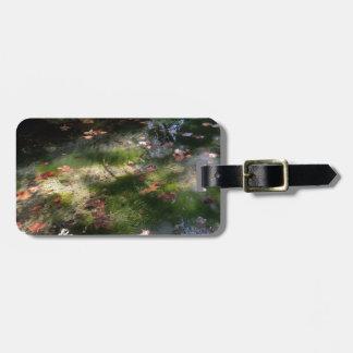 Strahlen und Blätter auf Wasser Gepäckanhänger