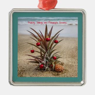 Strand-Ananas mit roter Weihnachtsverzierung Silbernes Ornament