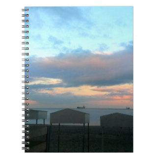 Strand-Hütten am Sonnenuntergang in Gibraltar Notizblock