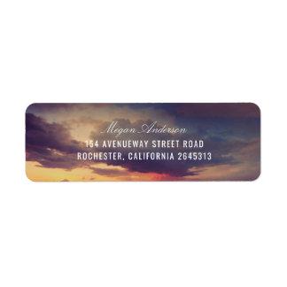 Strand-lila Sonnenuntergang-Himmel-romantische