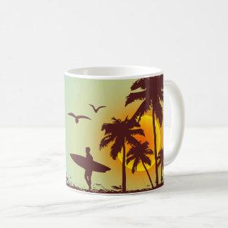 Strand mit Palmen-Surfer in Hawaii Kaffeetasse