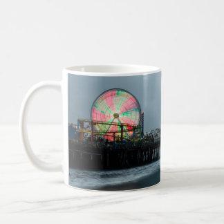 Strand-Pier-Riesenrad-Nachtzeit-Promenade Kaffeetasse