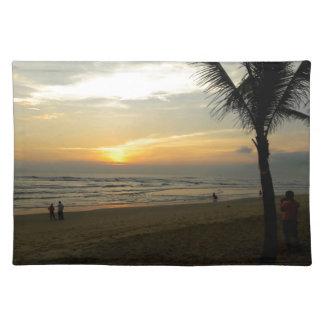 Strand-Sonnenaufgang mit Palme Tischset