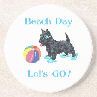 Strand-Tagesscottie-Hund Getränkeuntersetzer