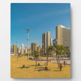 Strand und Gebäude von Fortaleza Brasilien Fotoplatte