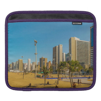 Strand und Gebäude von Fortaleza Brasilien Sleeve Für iPads