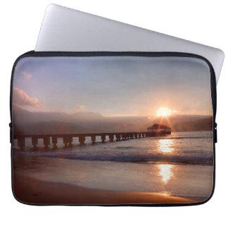 Strandpier am Sonnenuntergang, Hawaii Laptop Sleeve