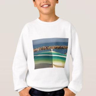 Strandschirm auf Seehintergrund Sweatshirt