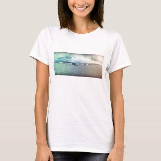 Strandszene mit Leibwächter-Station #6 T-Shirt