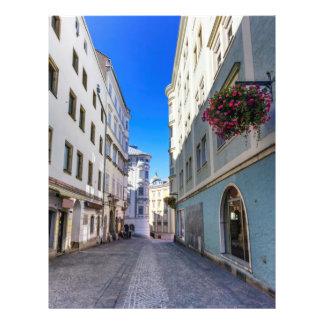 Straße in der alten Stadt, Linz, Österreich Flyer