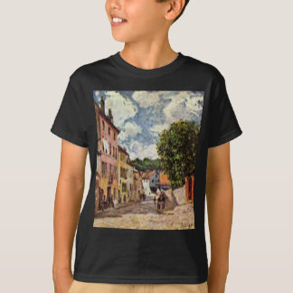 Straße in Moret Sur Loing durch Alfred Sisley T-Shirt
