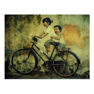 Straßen-Kunstpostkarte/-kinder auf Fahrrad/Penang Postkarte