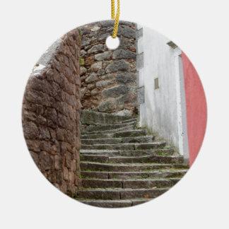 Straßenansicht in die alte Stadt Labin in Istria, Keramik Ornament