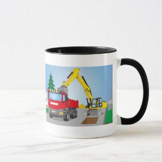 Straßenbaustelle mit rotem LKW und gelben Bagger Tasse