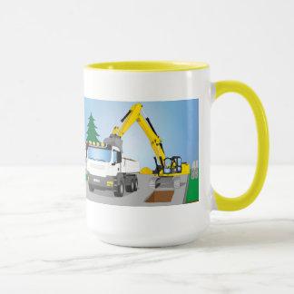 Straßenbaustelle mit weißem LKW und gelben Bagger Tasse