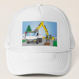 Straßenbaustelle mit weißem LKW und gelben Bagger Truckerkappe