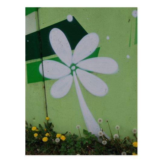 Streetart Postkarte Blumen-Graffiti