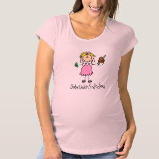 Strichmännchen-Baby im Bau Schwangerschafts T-Shirt